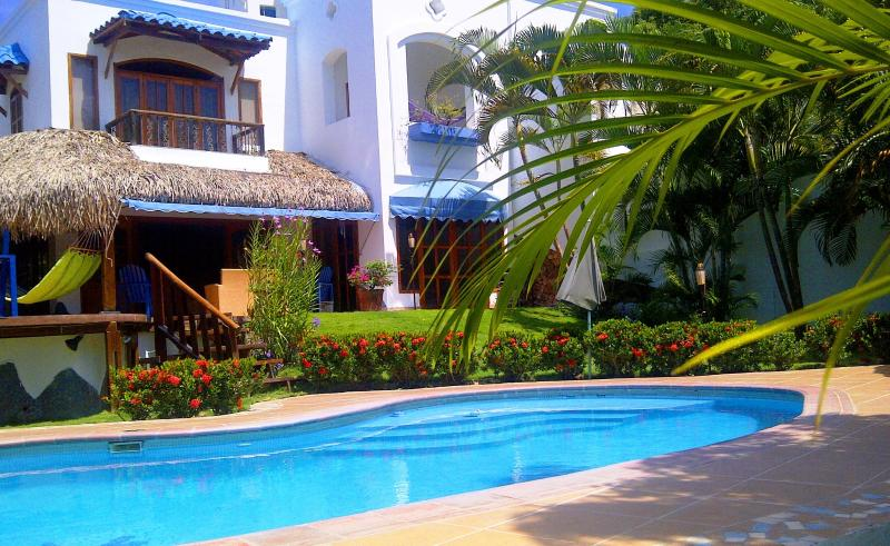 Exclusive Villa by the Sea  with a Private Pool!, holiday rental in Puerto Lindo