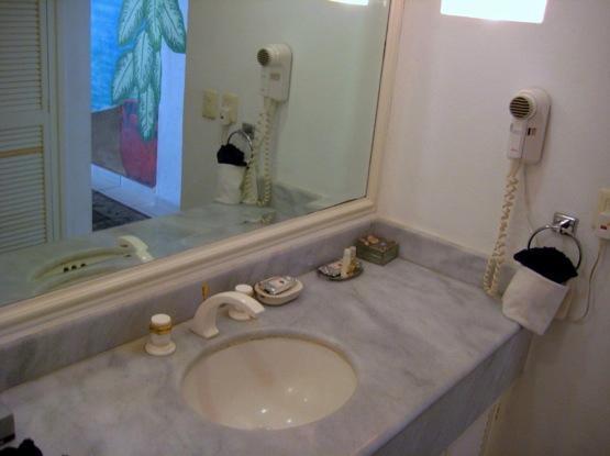 Salle de bains en marbre vanité
