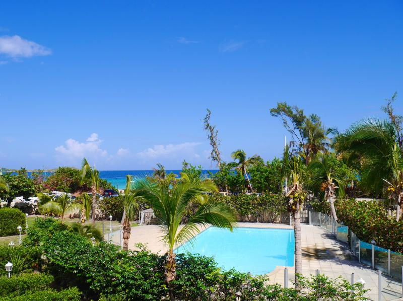 Côté Chic, community pool and direct access to the beach