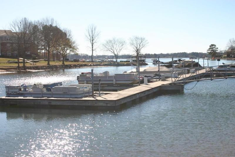 Enjoy the lake. Boat slip available.  Bring your boat or rent nearby.