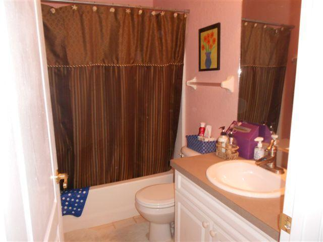 Full bathroom easy access to Living room and Kitchen