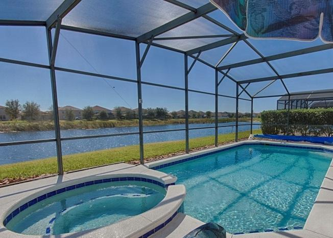 LAKE FRONT!! 9 MILES to DISNEY!! SOUTH Facing POOL/SPA!!  Community SHOW HOME, vacation rental in Clermont