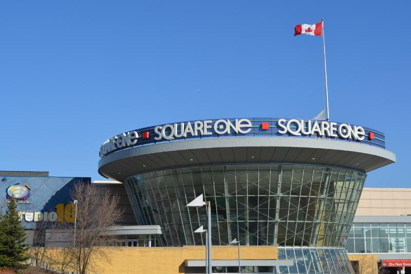 Bombay Suites Mississauga grannskap - Square One Shopping Mall