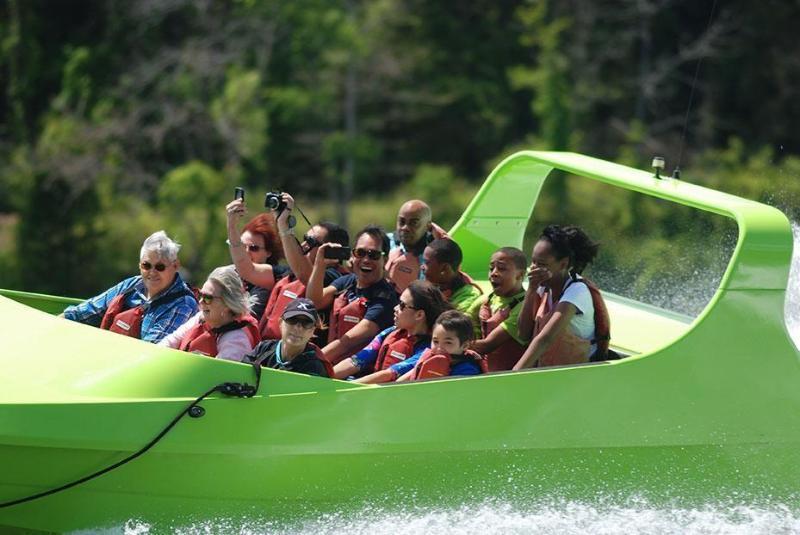 Jet boat rides on Fontana Lake