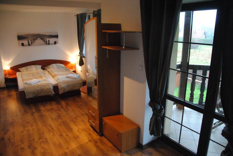 The Villa Chamonix is located by the lake of Miedzybrodzie. 3 km away from Gora Zar.