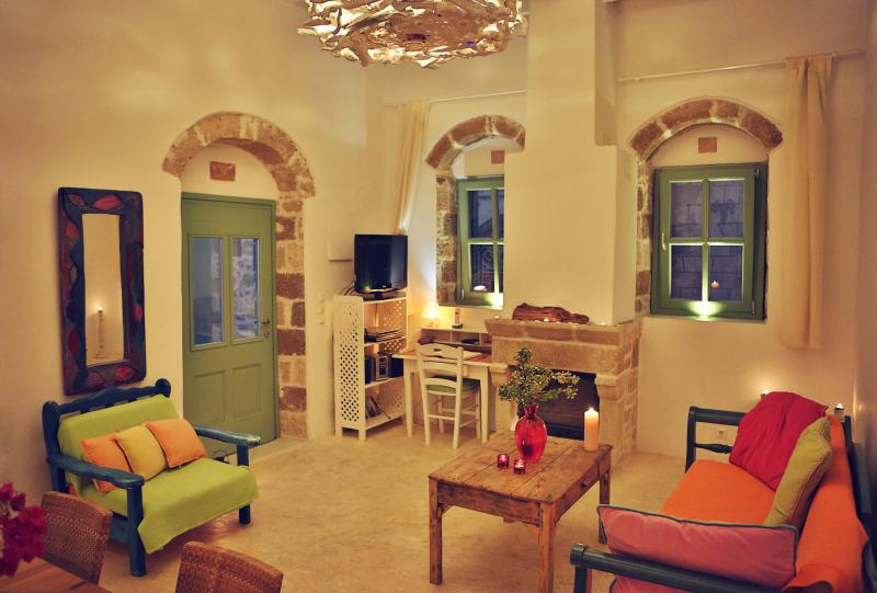 Myrtia House-Stylish Art house with great view, casa vacanza a Kallithea
