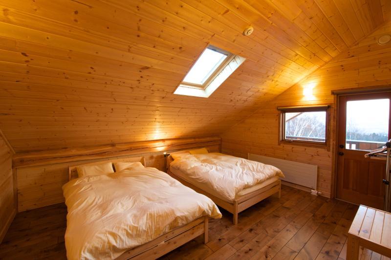 S Quarto de hóspedes (com 2 camas de casal). Preço por noite (1 pax): US $ 200