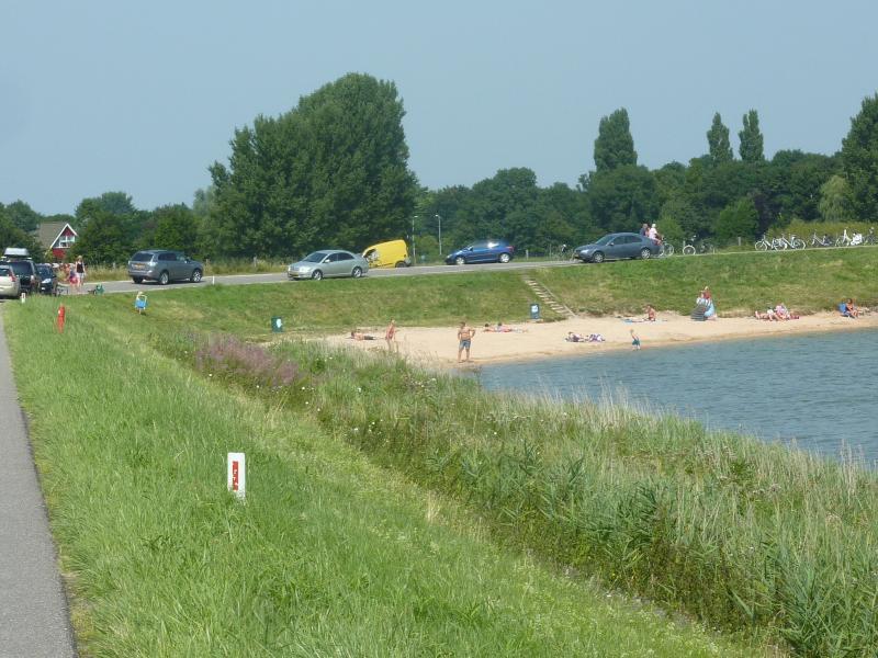 Strandjes langs het IJsselmeer