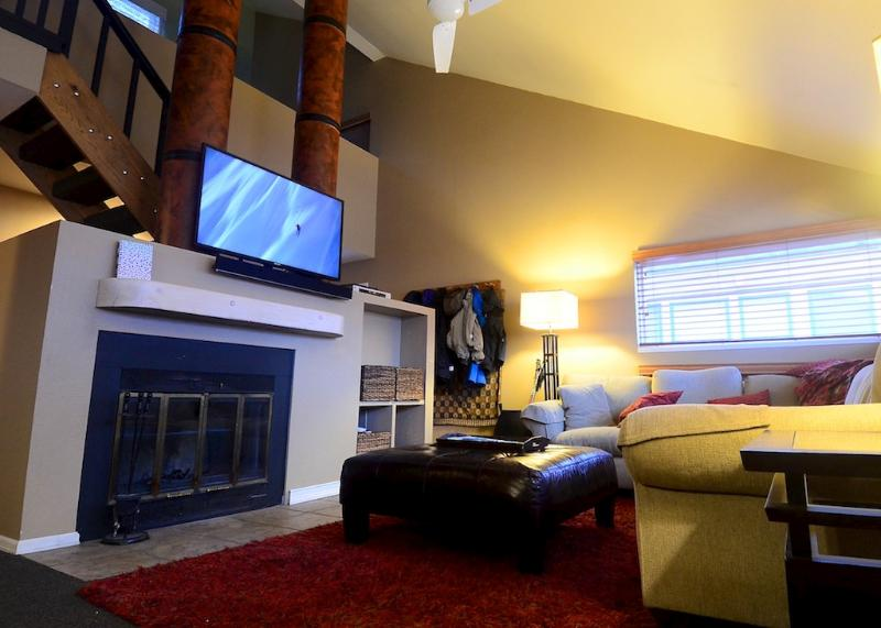 Living Room with 50 in LED TV, HD Cable, Blue-Ray and Surround Sound