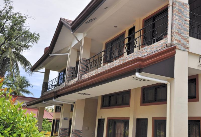 Pal-Watson Apartments 3, holiday rental in Lapu Lapu