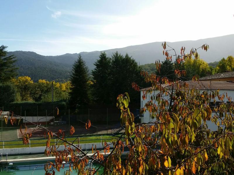 VIVIENDA VACACIONAL SAUCES, particular hasta 8 personas, en precioso entorno., holiday rental in Piedralaves