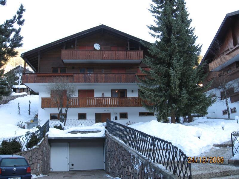Το διαμέρισμα βρίσκεται στο κέντρο του Ortisei (οι πίστες του σκι είναι προσβάσιμα με τα πόδια ή με το λεωφορείο -