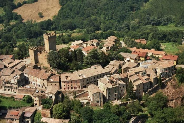 medieval castle experience, pool,restaurant, medieval museum,quiet, primavera, vacation rental in Trevinano