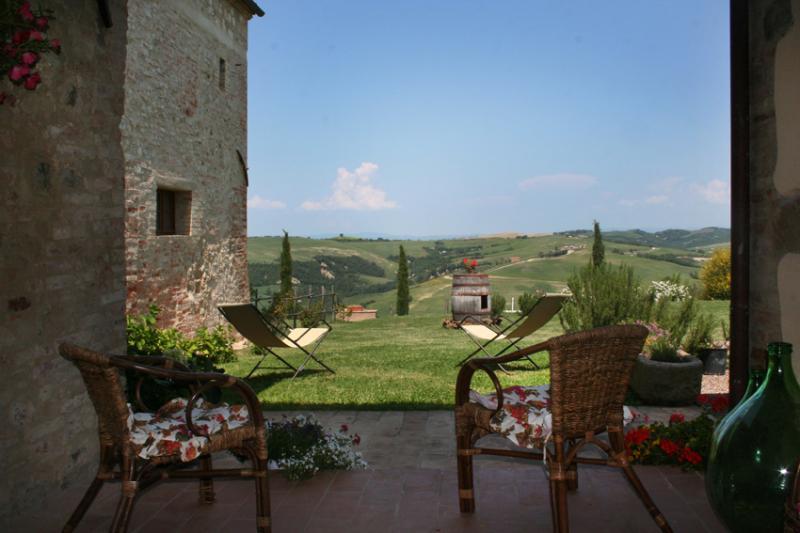 CASALE TOSCANO VICINO A MONTALCINO PER FAMIGLIE, vacation rental in Montalcino