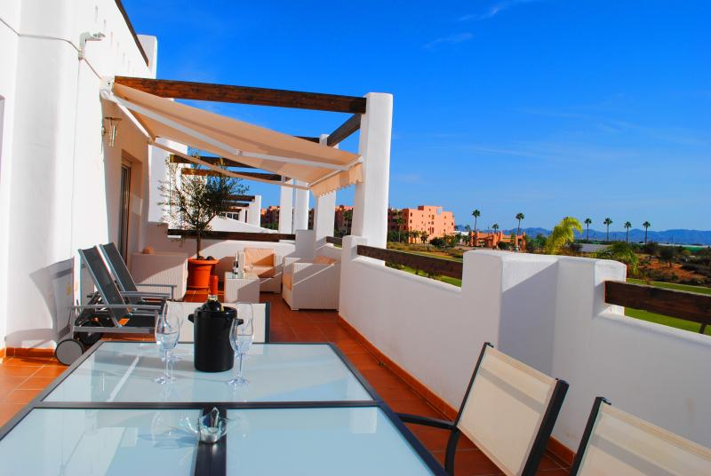 Splendid terrace - relax on the sun loungers - all fresco dining - lounge set