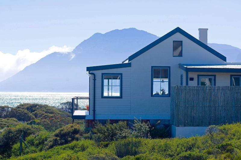 Beach Paradise Holiday Home, holiday rental in Kommetjie