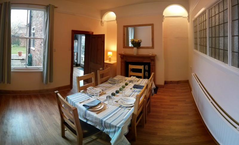 Dining room. Extendable dining table to hold 8-10.