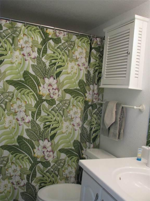 Sink,Bathroom,Indoors,Room,Apartment