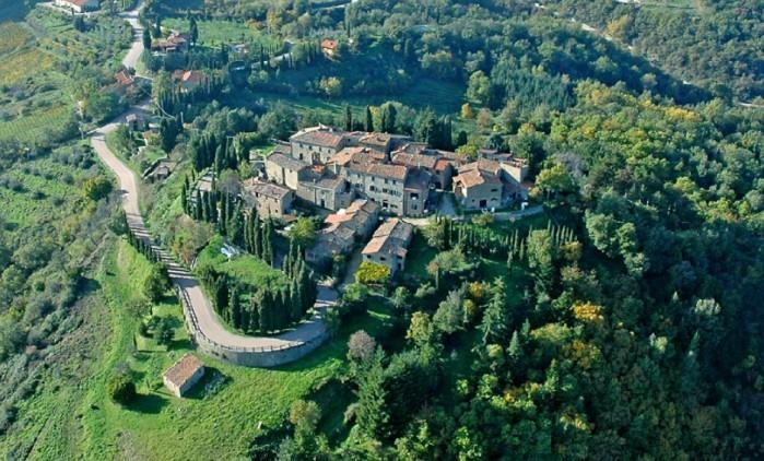 Chianti Castle, Stunning large lodging,Wi Fi,Swimming Pool,restaurant,C, vacation rental in Nusenna