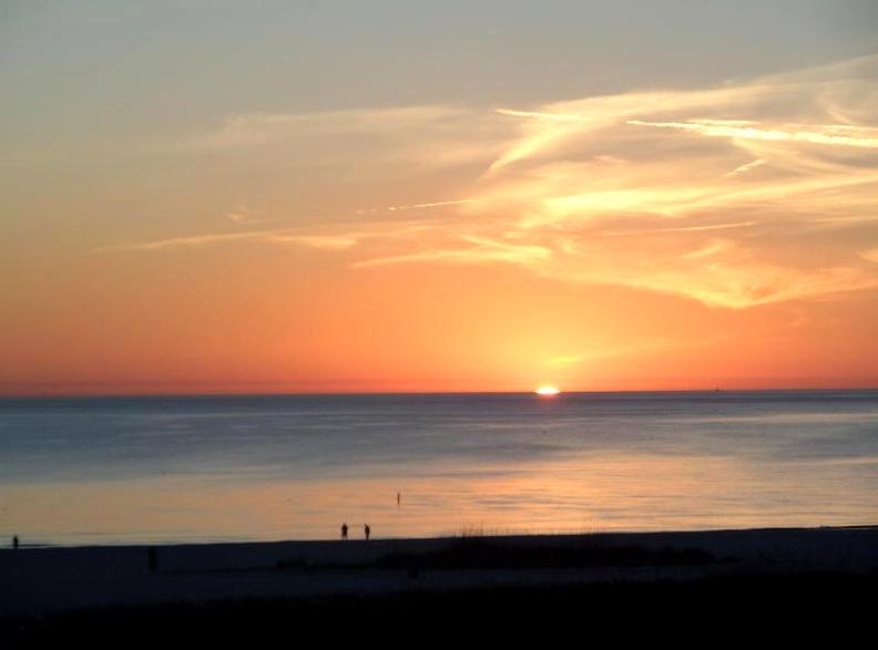 Otra romántica puesta de sol desde nuestro balcón.