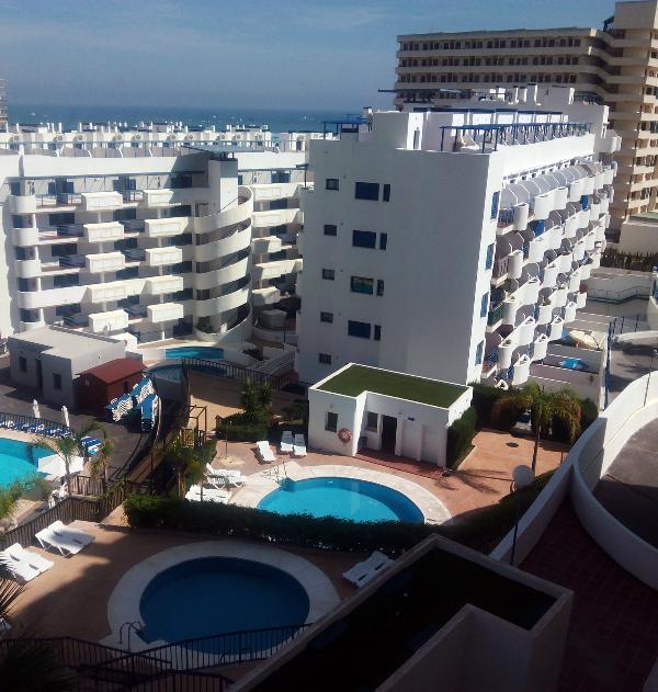 vista de las dos piscinas