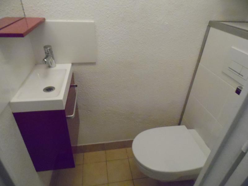 wc suspendu indépendant avec lave mains
