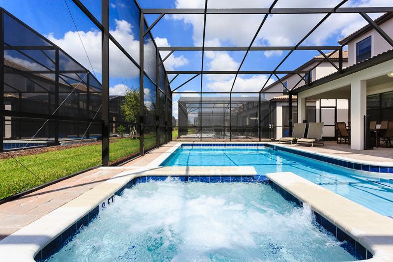 Pool/Hot Tub/Patio