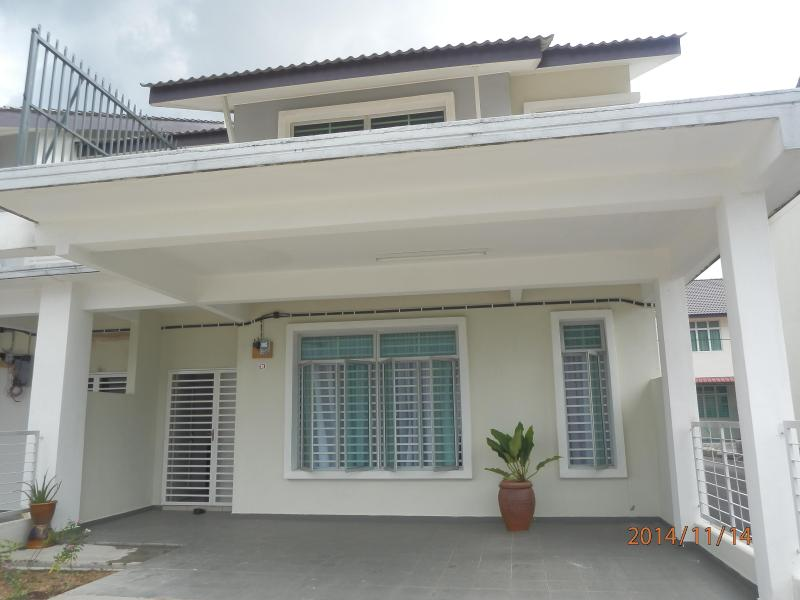 Rubeena Homestay, double storey terrace house, end lot with spacious parking space @ car porch
