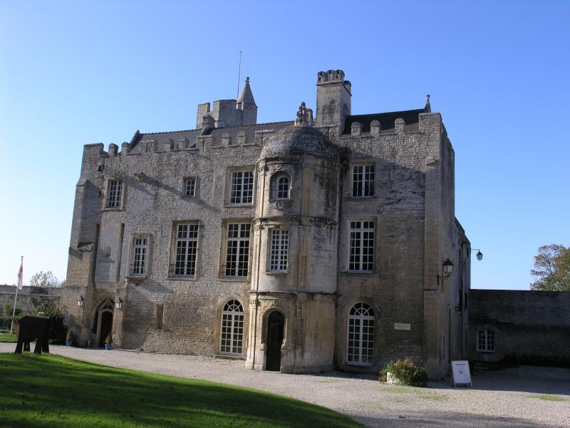 Château de Creully (5 km)