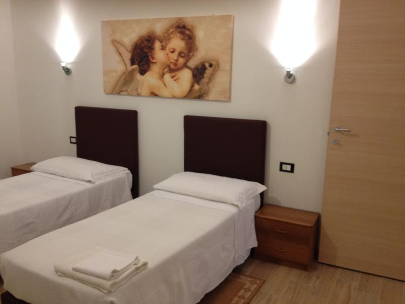 IN FIERA 8: elegant in front of exibition center, near museum,old city and FICO, holiday rental in Casalecchio di Reno