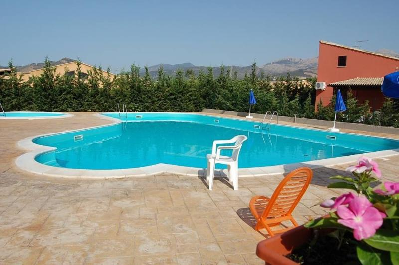 VILLA LILIA SWIMMING POOL, BEACH, holiday rental in Campofelice di Roccella