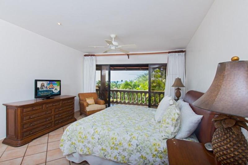 Master bedroom, rey cama, TV