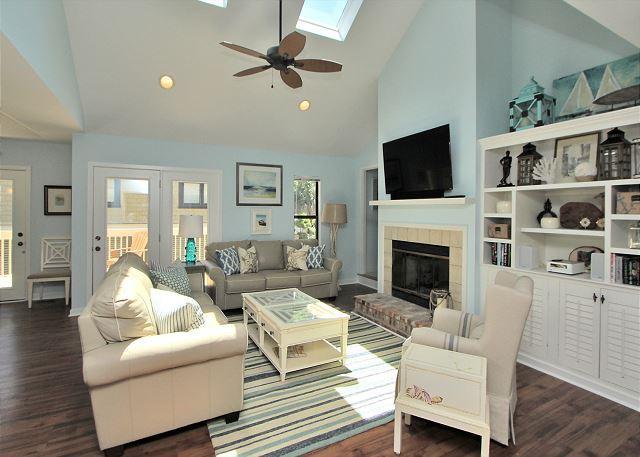 Main Living Area w/ Large Flat Panel TV