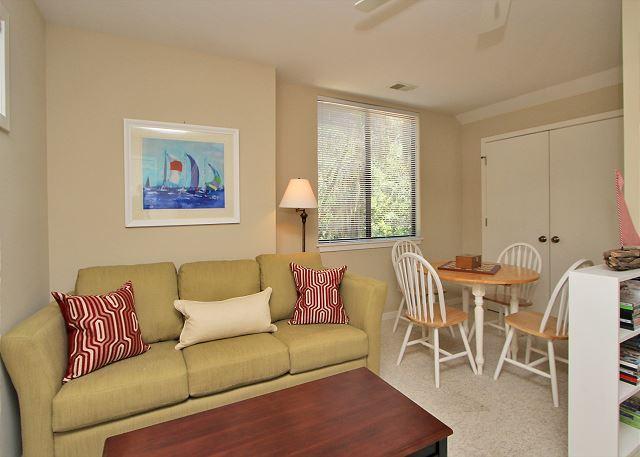 2nd Floor Den w/ sleeper sofa