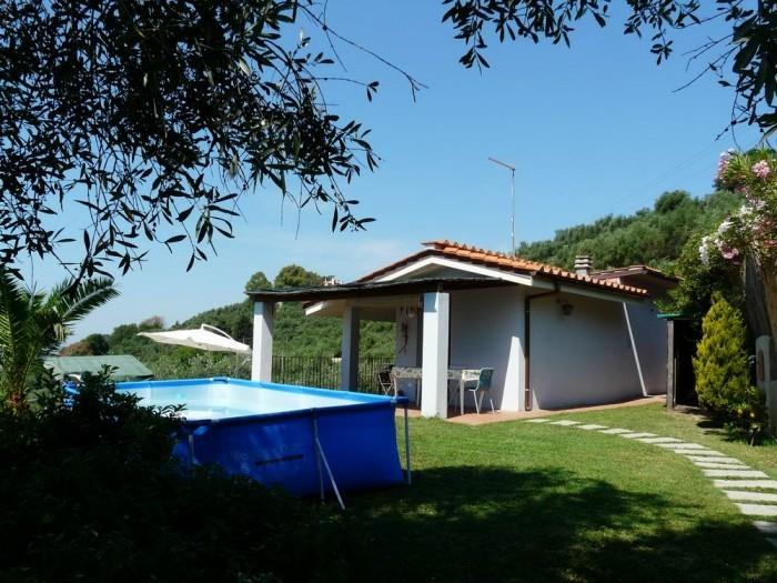 lovely detached house with pool and see view,air conditioning,barbecue,wi fi, location de vacances à Piano di Conca