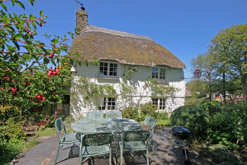 Putsborough Manor Cottage *Beach *Full SKY *Jacuzzi *BBQ *Tennis *Play area *Dog, holiday rental in Braunton