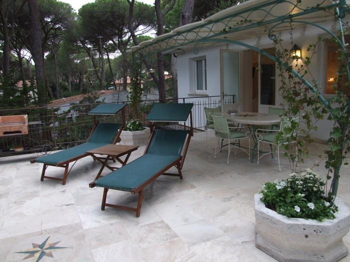 Apartment with terrace near the beach, iris, vacation rental in Marina di Castagneto Carducci