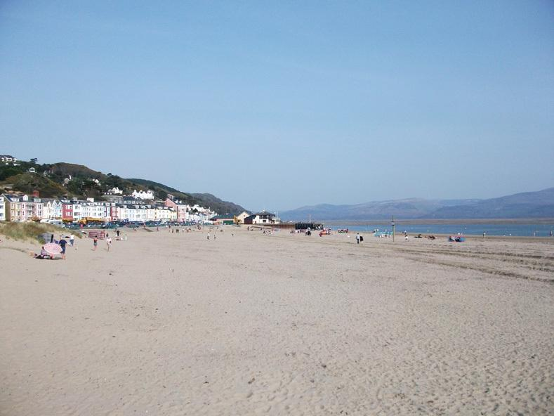 Long sandy beach at Aberdyfi (18 miles) - pefect day out for all the family