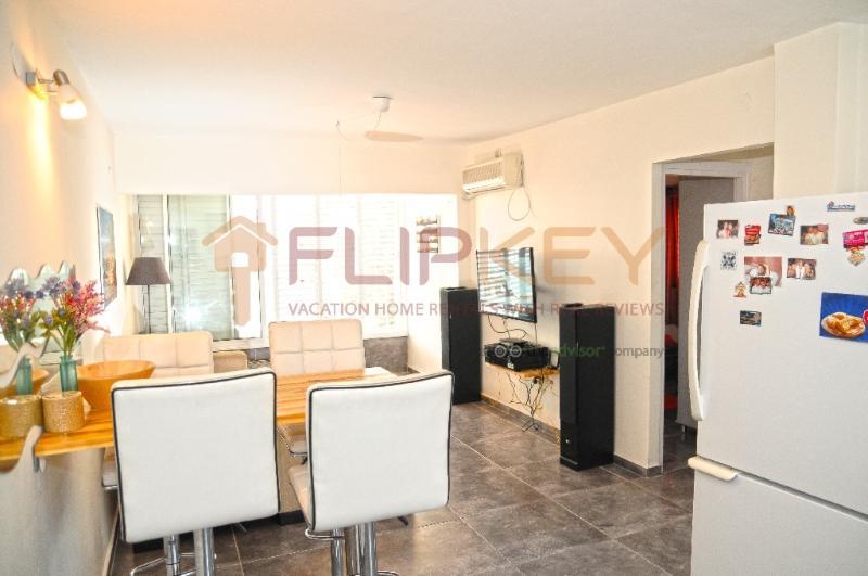 Stylish apt for young, casa vacanza a Haifa