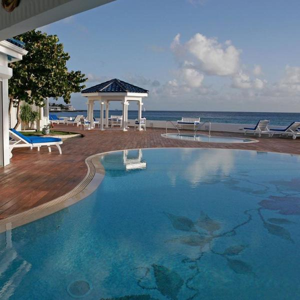 WITENBLAUW... Magical Beach Front Estate on Pelican Key, vacation rental in Simpson Bay