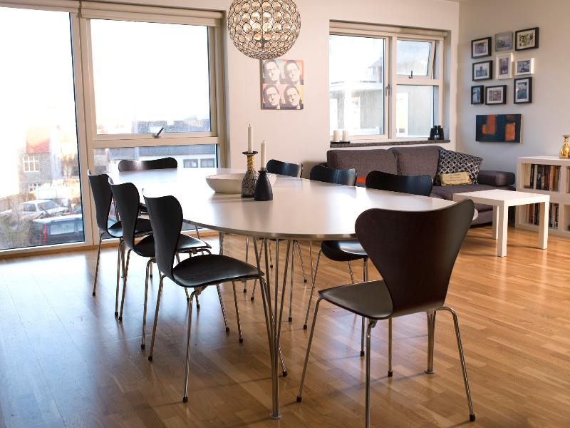 Amazing central apartment close to the harbour area and the city center, vacation rental in Seltjarnarnes