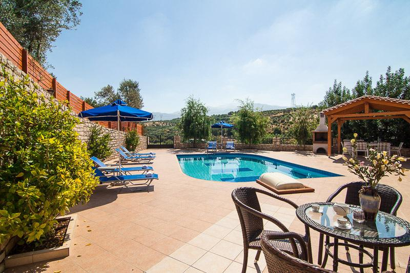 zona de relax al aire libre para el desayuno en la piscina!