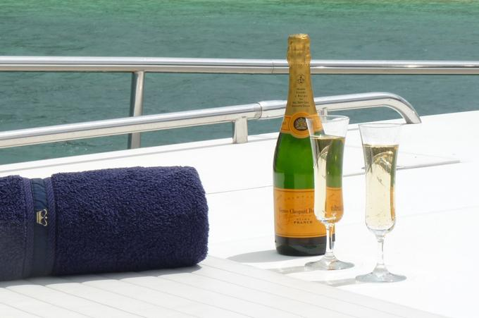 Enjoy the daily sunsets with a glass of champagne. Life does not get any better!