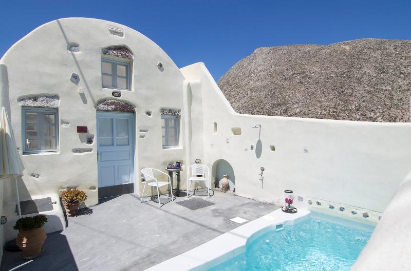 Timedrops Santorini Byzantine Villa, holiday rental in Emporio