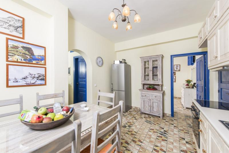 The kitchen (lower level) is fully equipped with modern appliances.