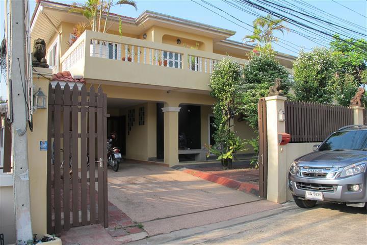 Pattaya Thailand - Large family house, aluguéis de temporada em Nong Prue