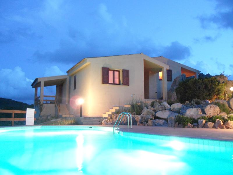 lovely villa with swimming pool amazing landscape!, location de vacances à Costa Paradiso