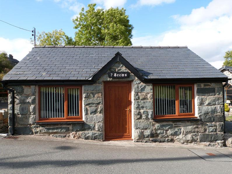 Enjoy a romantic break at this beautiful cottage for 2 in Snowdonia