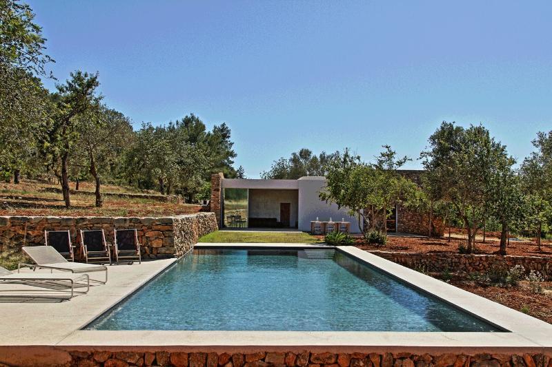 Can Fina Charming renovated finca sleeps 12 pool, casa vacanza a Santa Eulalia del Río