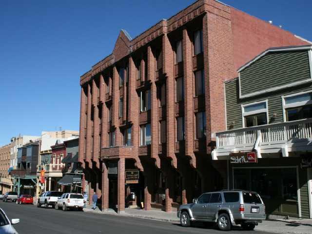 Condo est situé sur l'a entendu de la vieille ville, rue Main